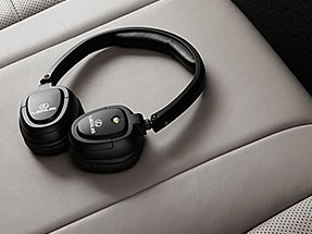 Lexus GX Accessory – WIRELESS HEADPHONES