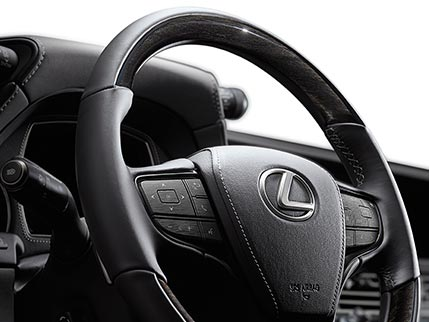 Image of HEATED WOOD- AND LEATHER-TRIMMED STEERING WHEEL WITH LEATHER CENTER PAD