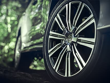 Image of 21-INCH SPLIT-10-SPOKE ALLOY WHEELS WITH BLACK AND MACHINED FINISH