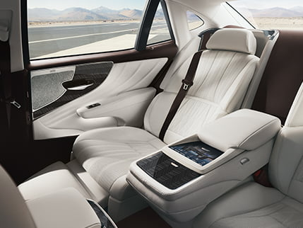 Image of POWER-RECLINING REAR SEATS