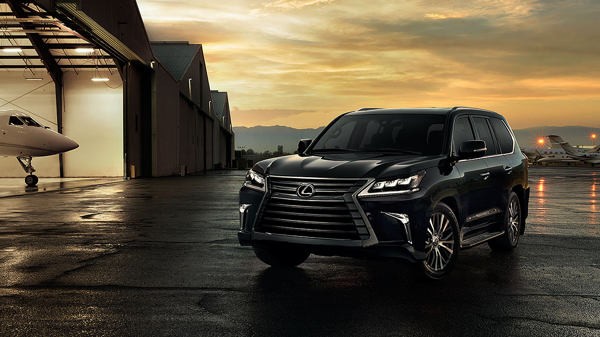 Exterior shot of the 2018 Lexus LX in Black Onyx.