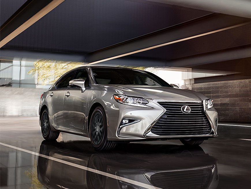 Exterior shot of the 2018 Lexus ES shown in Silver Lining Metallic.