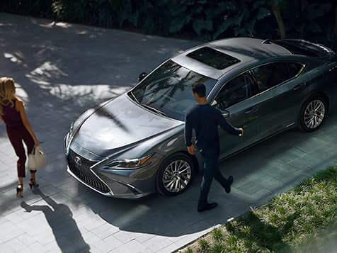 Exterior shot of the 2019 Lexus ES Hybrid shown in Nebula Gray Pearl.