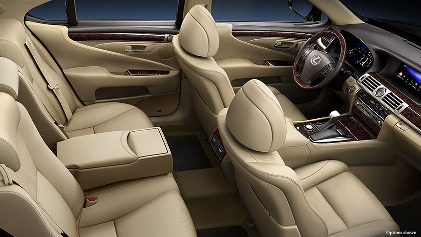 SEMI-ANILINE LEATHER AND ALCANTARA UPGRADE PACKAGE