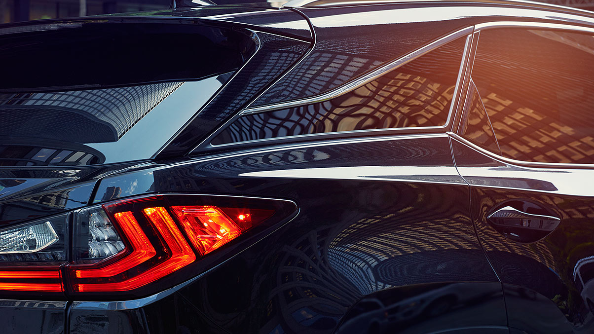 Exterior shot of the 2019 Lexus RX F SPORT LED taillamps.