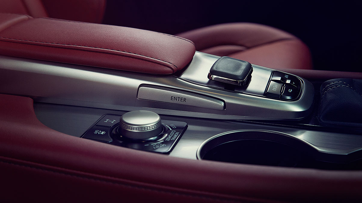 Interior shot of the 2019 Lexus RX F SPORT Drive Mode Select and available Remote Touch.