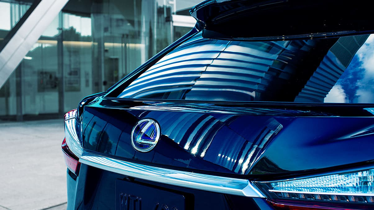 Exterior shot of the 2019 Lexus RX Hybrid power rear door.