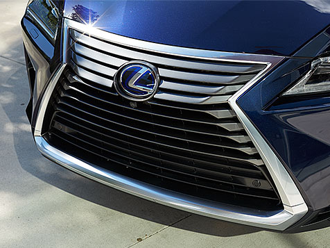 Exterior shot of the 2019 Lexus RX Hybrid signature spindle grille.