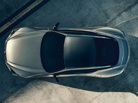 Overhead shot of the LC 500 shown in Atomic Silver featuring the available carbon fiber roof.