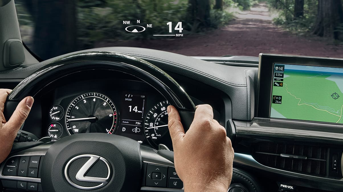 Interior shot of the 2019 Lexus LX color Head-up Display.
